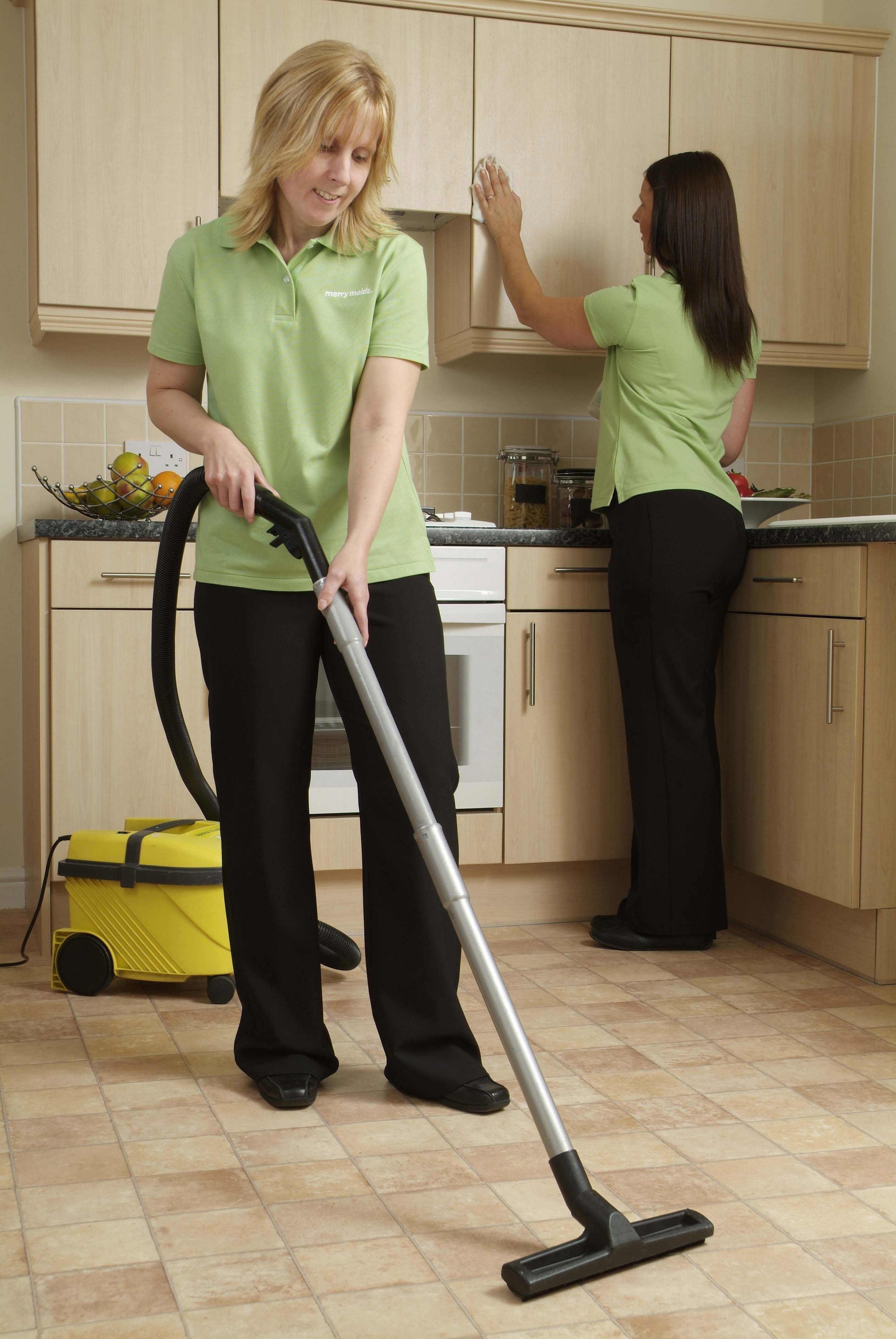 Full time maids housekeeping cleaners required at