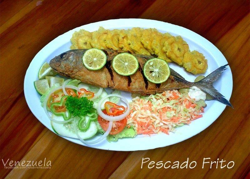 Pescado Frito con Tostones de platano verde, ensalada de repollo y ...
