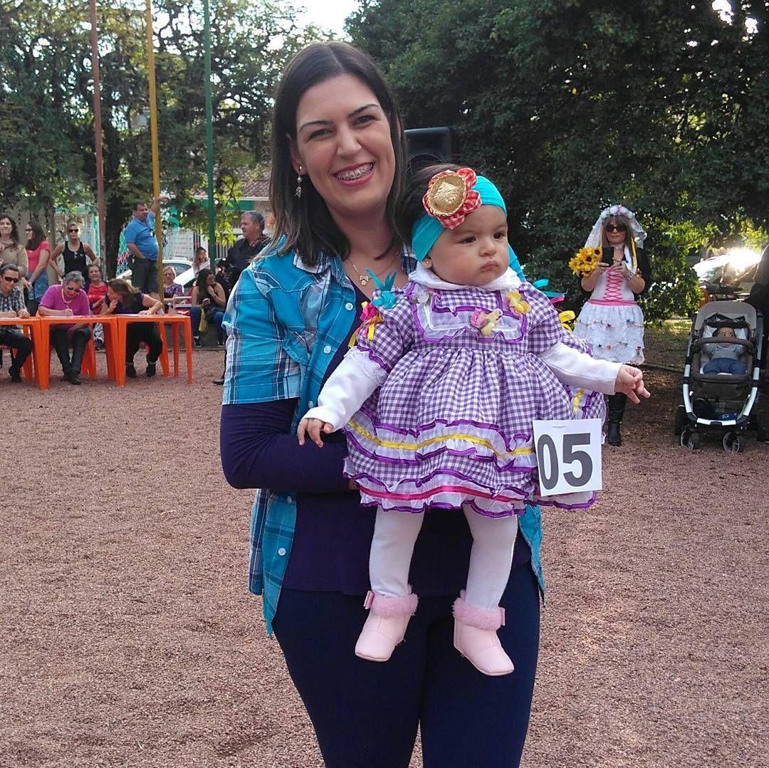Festa junina. Mais bela caipirinha! Princesa Laís desfilando. Linda dá vovó ��❤ #mylove #mybaby #lais  #princesa #neta #amormaior  #festajunina #saojoao #portoalegre http://misstagram.com/ipost/1548246752292641841/?code=BV8ejffDhwx
