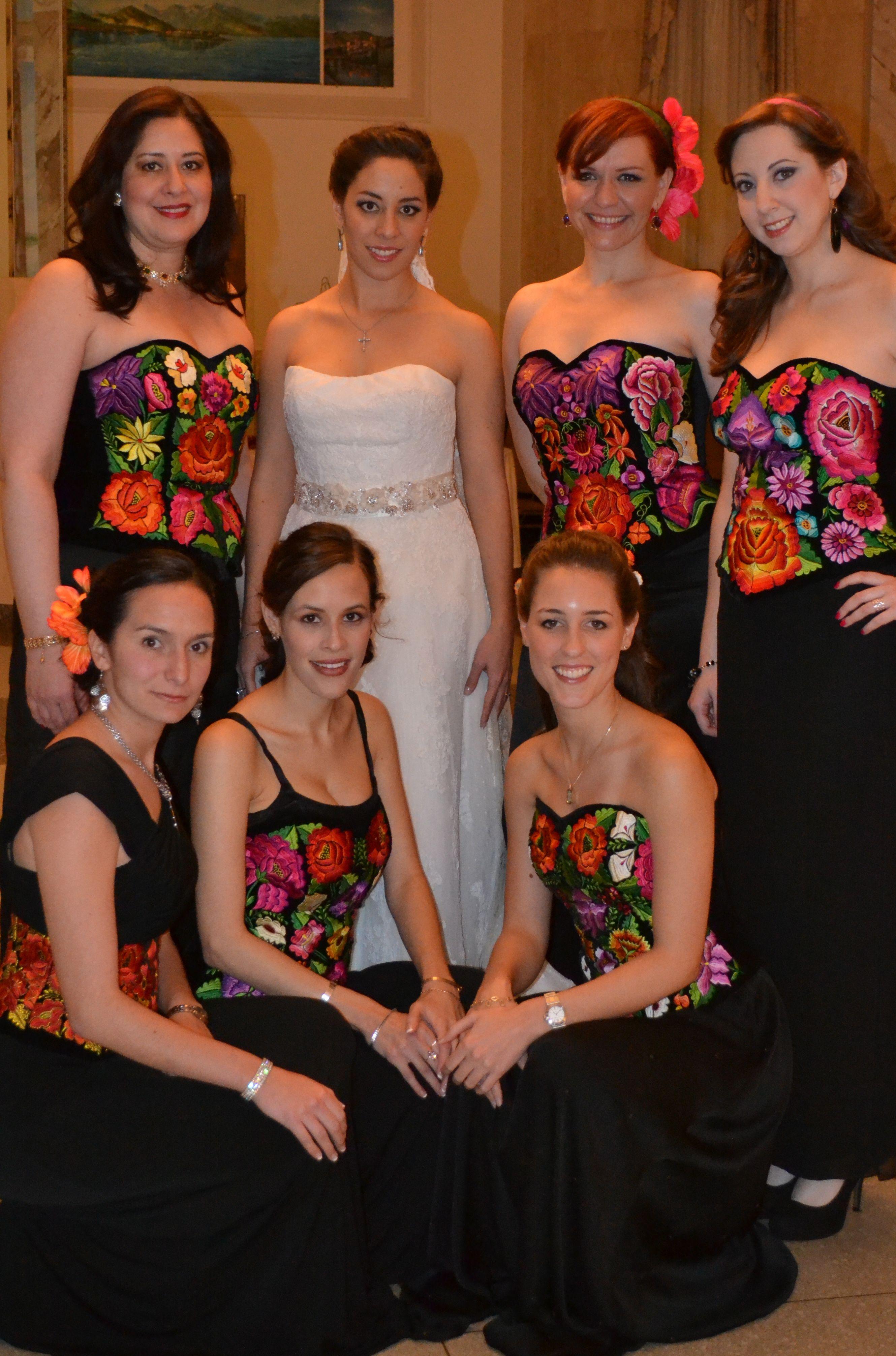 b758df45e9 Damas con corsets bordados a mano en oaxaca y falda negra.