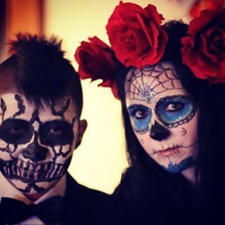 Some people combine Halloween and Día de los Muertos. | 29 Breathtaking Día De Los Muertos Photos