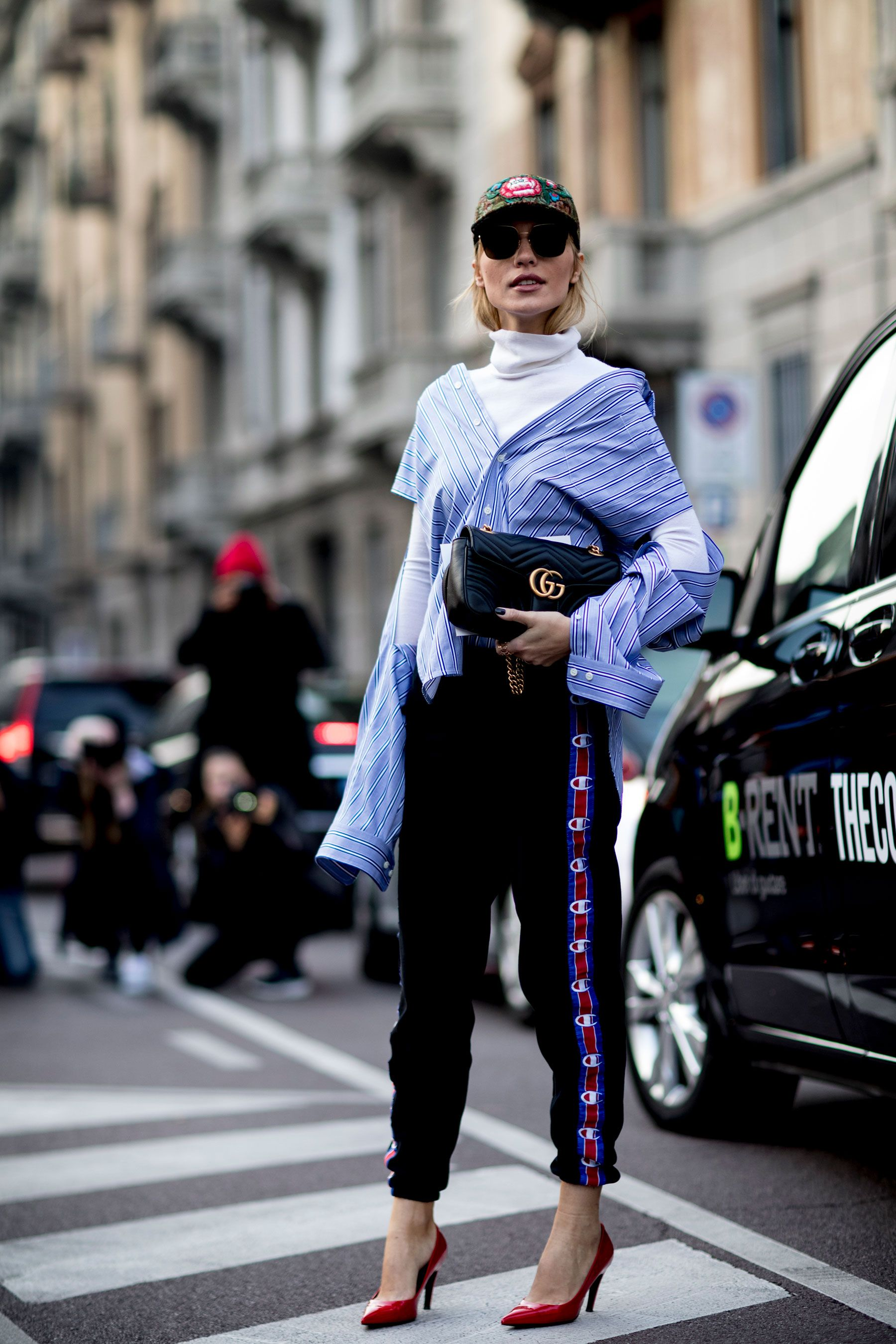 Milan Fashion Week Fall 2017 Street Style Day 1, See the best street style captured at Milan Fashion Week Fall 2017 at TheImpression.com MFW