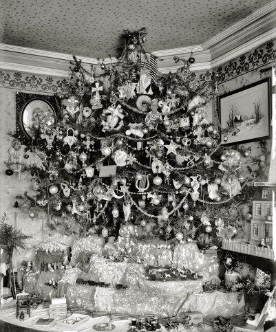 Christmas tree with putz : 1920s | CHRISTMAS | Pinterest | 1920s ...
