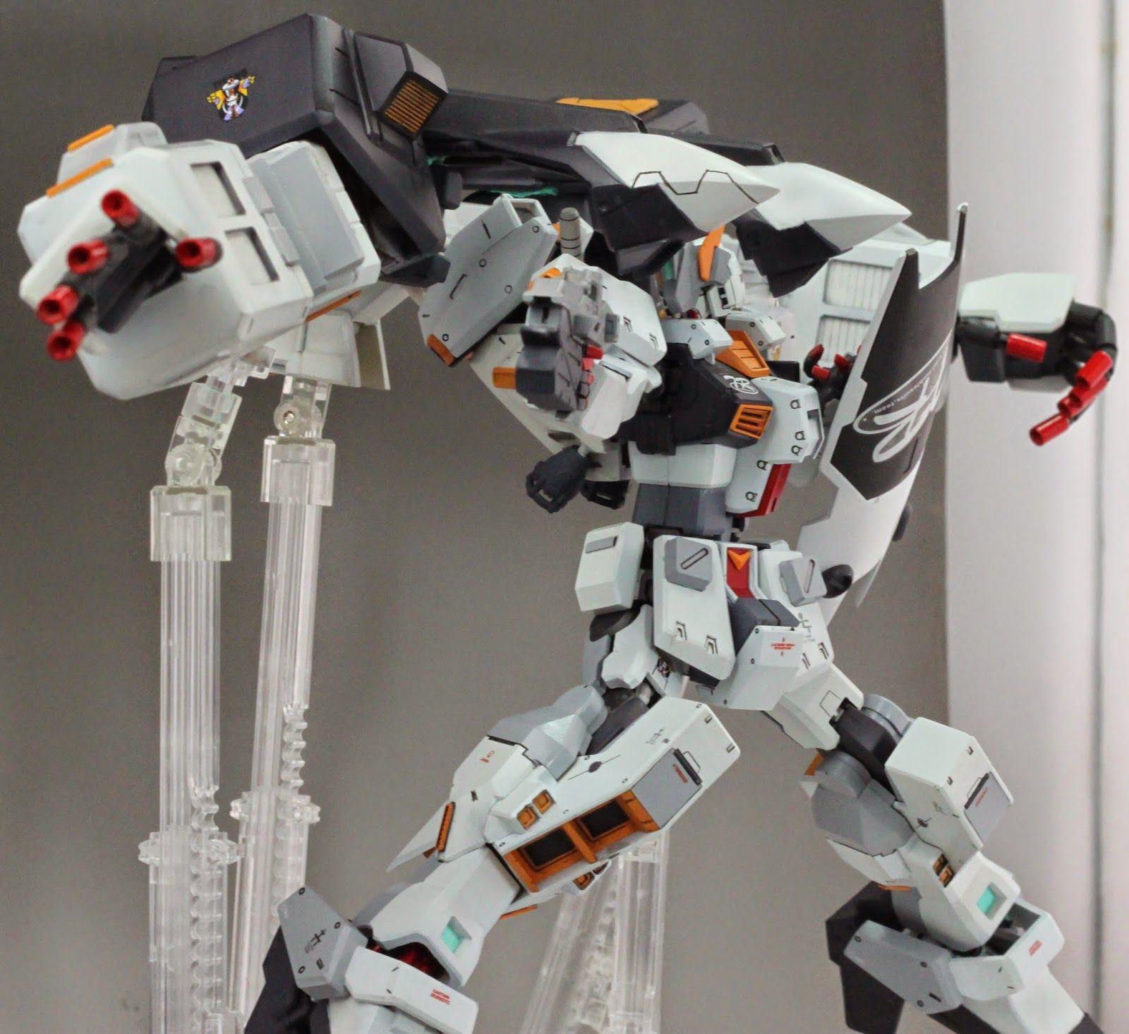 1/144 A.O.Z. Hazel-Owsla - Custom Build     Modeled by 无聊的巴纳吉