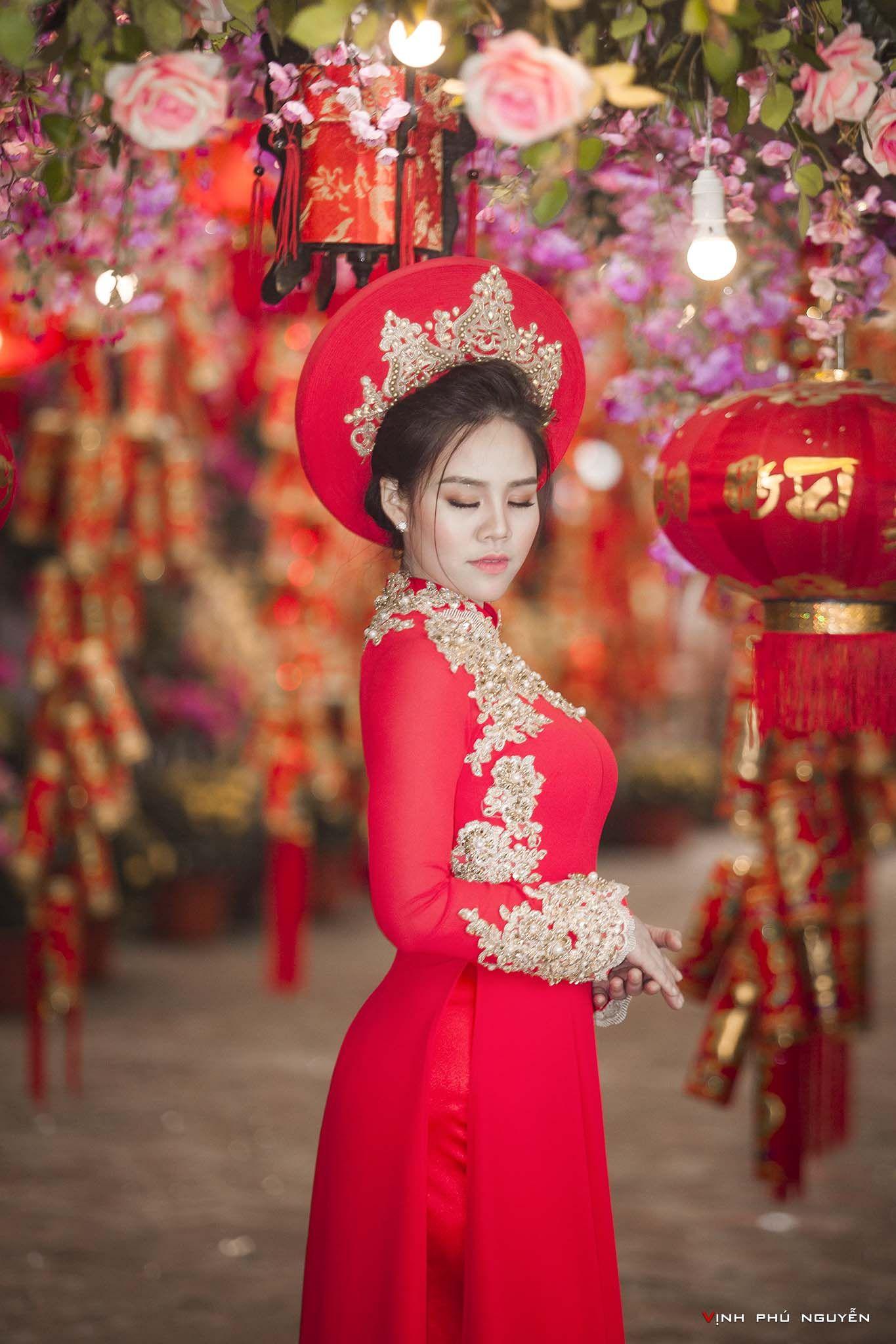 Hoang Yến Xinh Tươi Trong Bộ ảnh Ao Dai Chao Xuan Của Tac Giả Nguyễn Phu Vịnh Missviet Formal Dresses Dresses Fashion