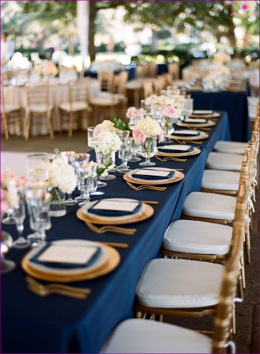 Mariage Dans Des Couleurs Bleu Et Or De Luxe Et De L Aristocratie Goldhochzeitsfarben Hochzeit Gedecke Hochzeit