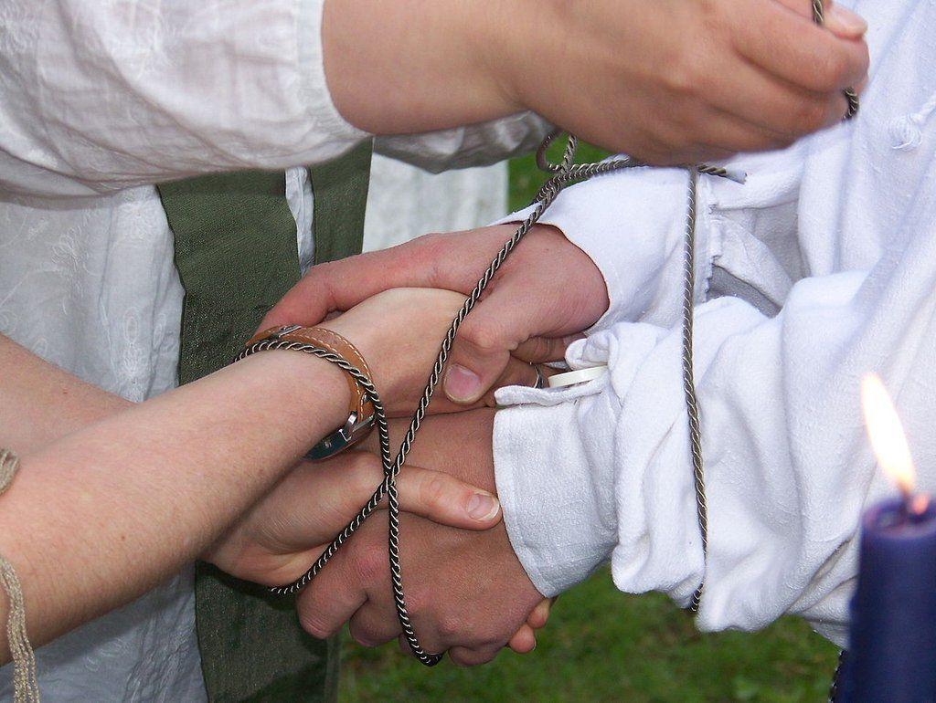Handfasting ceremony tips handfasting