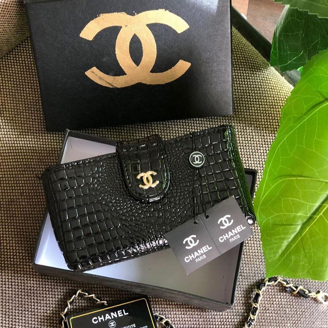 شنط شانيل وسط 190 ريال درجه اولى مع كيس وبوكس وكرت الماركه شنط ماركات عالمية اناقة فاشن تسوق اونلاين اونلاين Chanel Paris French Wallet Chanel