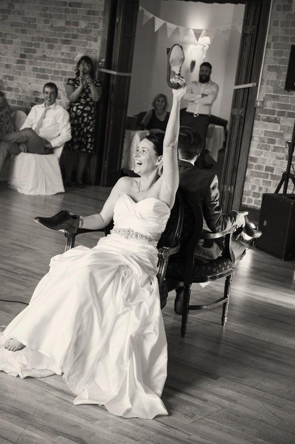 #groom #love  #bride #ikonworksphotography #wedding #rustic #vintage #lace #summerwedding #decoration #flowers #rose #burplap #carnation #diywedding #homemade #games #shoegame