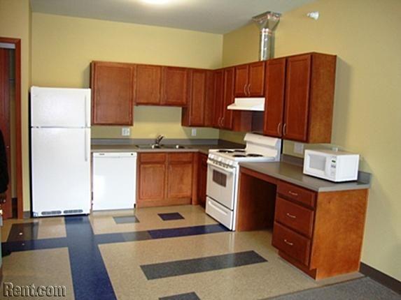 Silver Oaks Apartments 979 Oakridge Dr Des Moines Ia 50314 Rent Com Apartment Des Moines Apartments Oaks