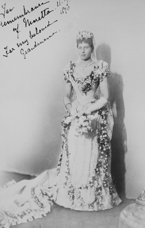 Queen Victoria´s grandaughters in wedding dress....Victoria of Prussia