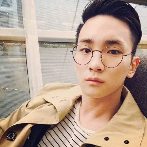 141026 Key instagram update bumkeyk: 이런걸 입을 날씨가 되었군 유후 It's the right weather to wear this kinda thing yoohoo Translation credit kimchi hana @ shineee.net