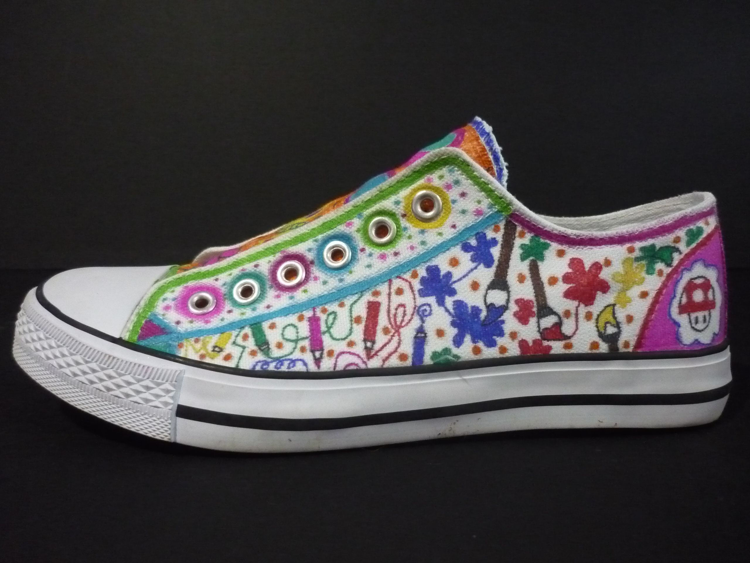 2af36d57d42c Decorating a canvas shoe....would be fun to let the kids decorate a cheap  pair of canvas shoes  )