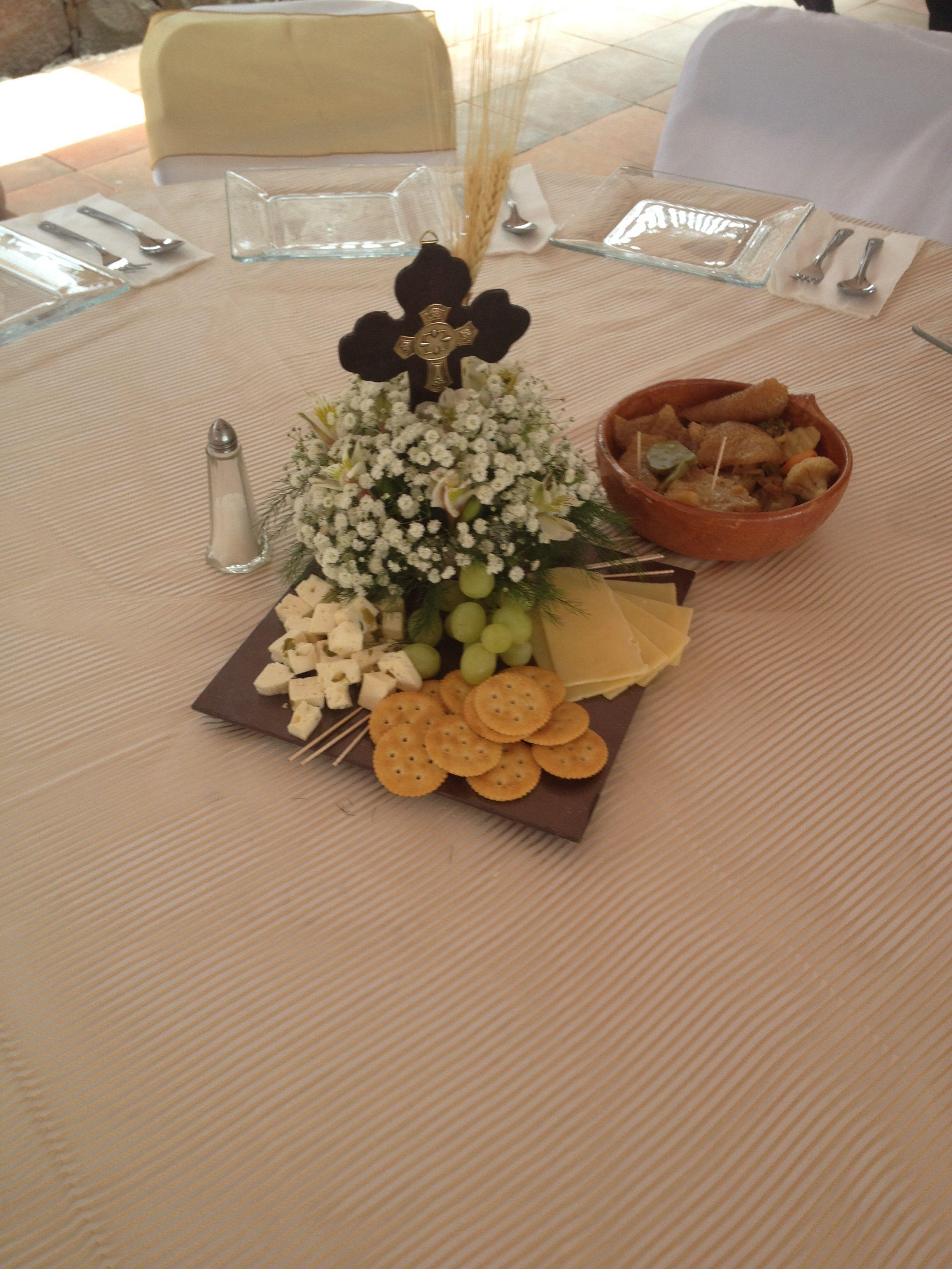 Centro de mesa para primera comuni n primera comunion for Como hacer un centro de mesa facil