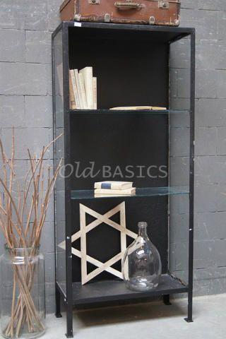 Zwarte Kast Met Glas.Smalle Kast 10260 Stoere Ijzeren Kast Met Glazen Legplanken Deze