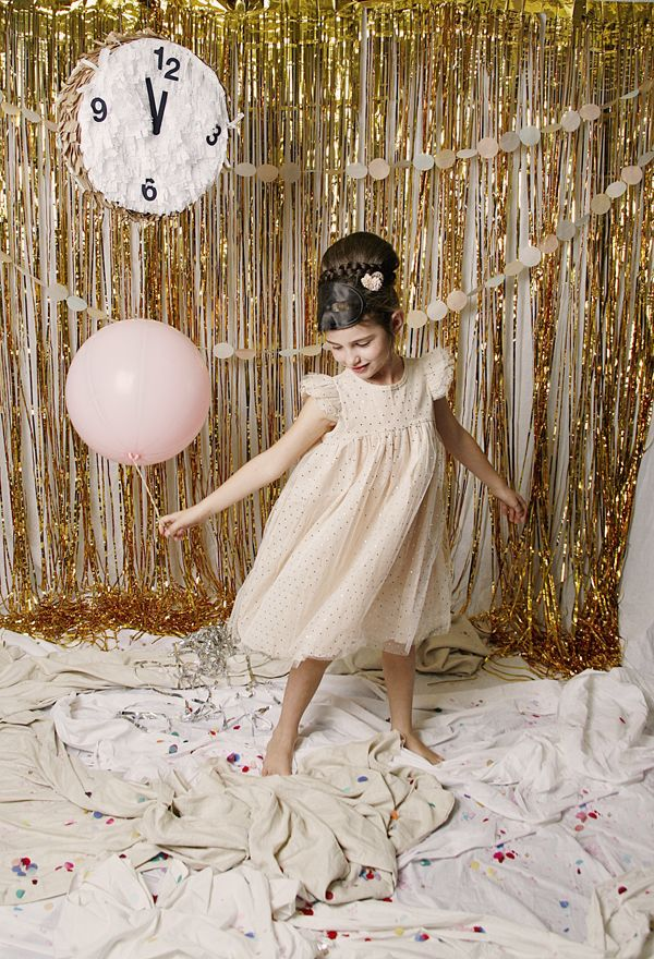 New Years Party DIY   Photo booth backdrop, Wedding and Streamers