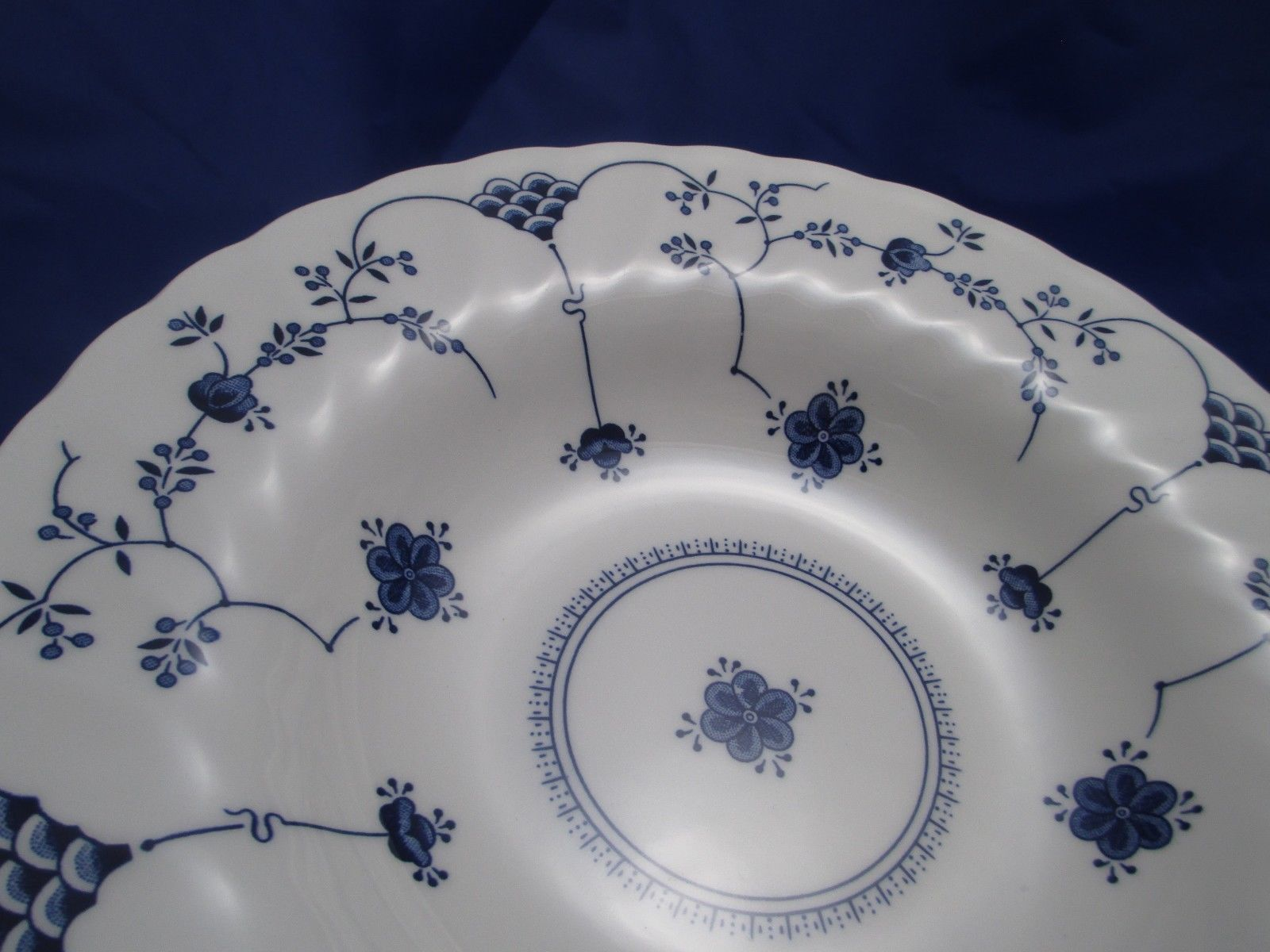 Churchill Finlandia Serving Bowl Georgian Collection Blue//White