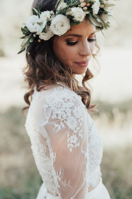 boho bride with green and white flower crown  7f78b55a843