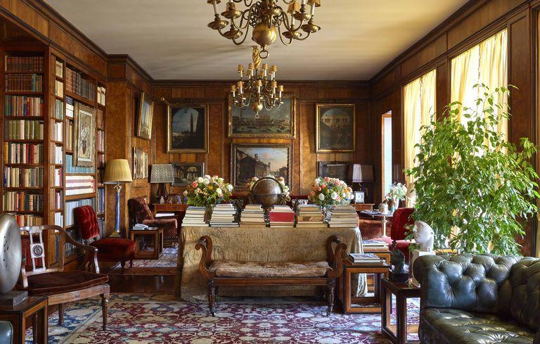This Renzo Mongiardino–Designed Home in Milan Has a Beautiful Secret