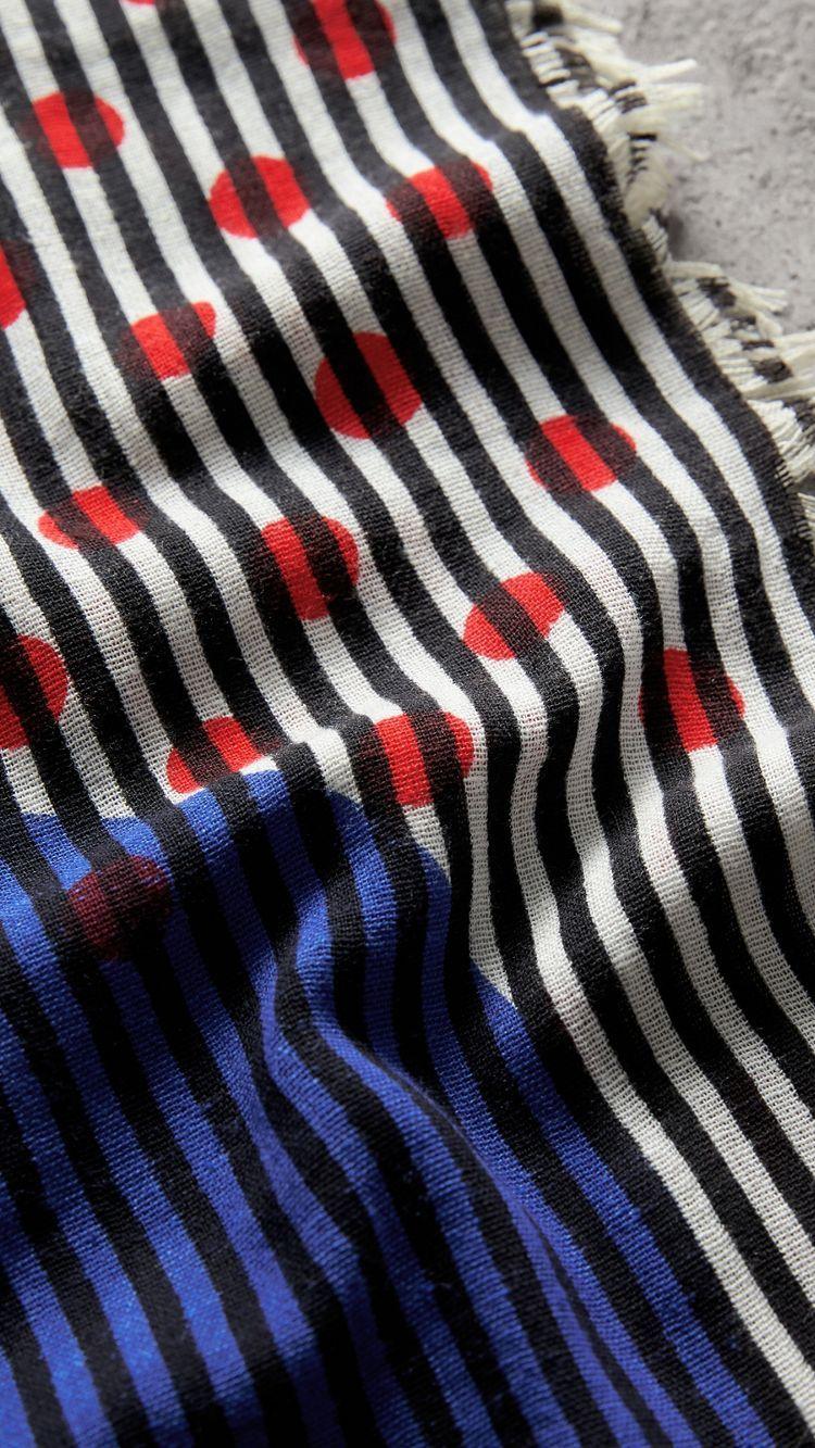 7ae107284c43 Écharpe en coton et soie à imprimé graphique à pois et rayures (Marine Vif)    Burberry