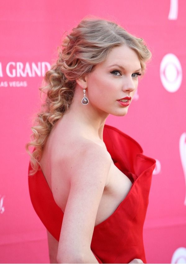 RED: Taylor Swift's Best Red Looks