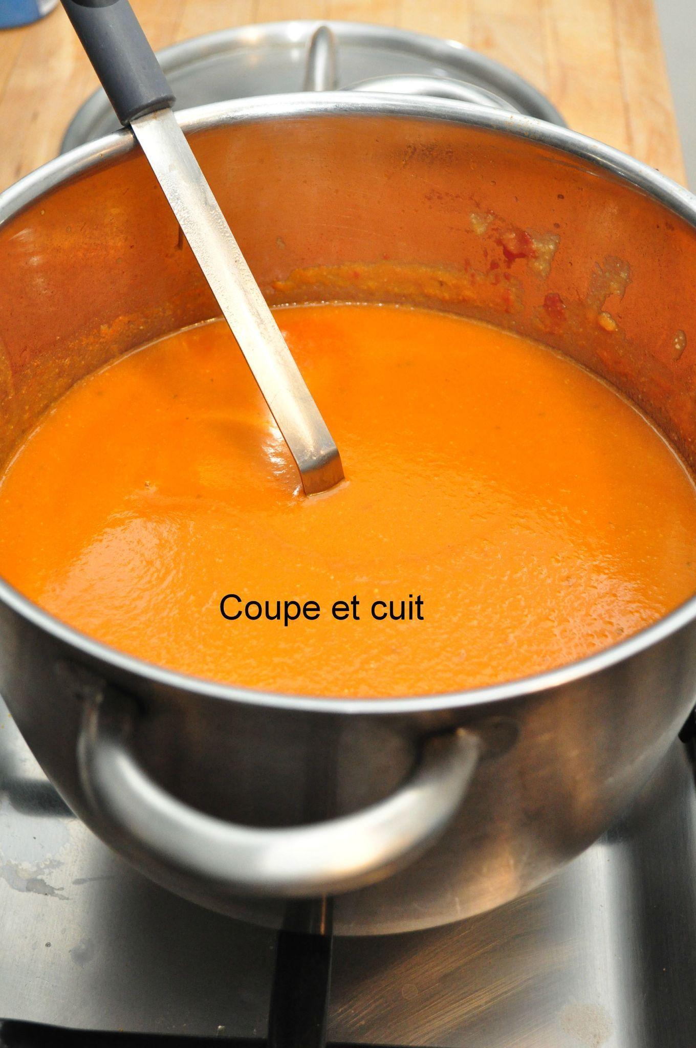 Soupe de haricots blancs, tomates et carottes - Coupe et ...