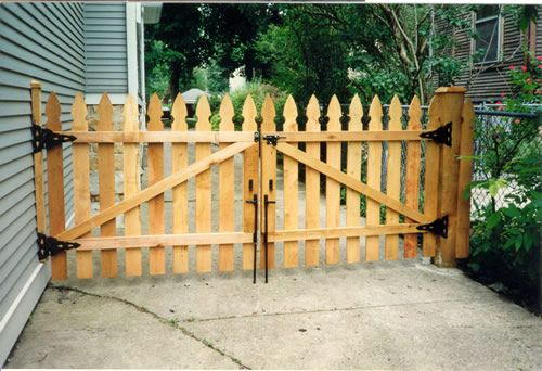 Wood Gates For Driveways Standard Fencing Co Inc Gates Wooden Gates Driveway Wood Gate Building A Gate