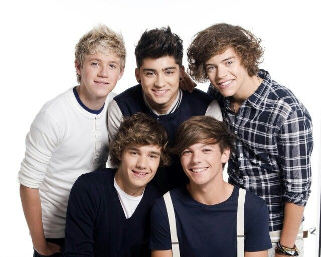 I Kinda Miss The Old Boys They Were Always Smiling And Laughing Talking To Fans And Now T One Direction Pictures One Direction Music One Direction Wallpaper