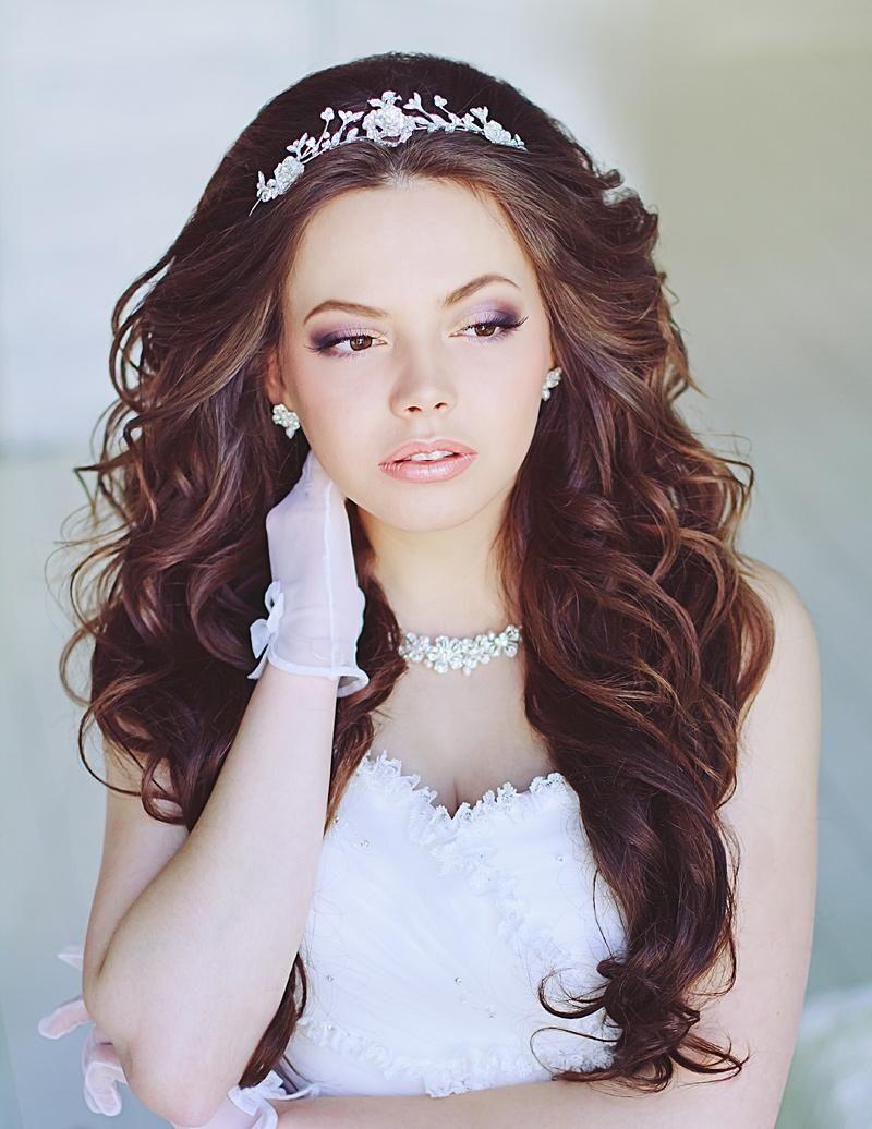 Diademe Mariage L Accessoire Indispensable Pour Votre Coiffure Maison 2018 Diademe Mariage Coiffure Mariage Cheveux Long Diademe