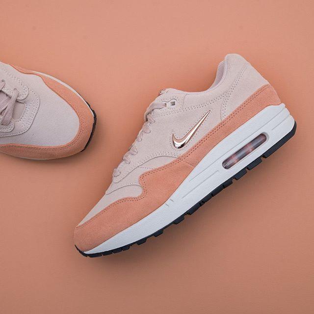 official photos f09f4 fdcee Nike Wmns Air Max 1 Premium SC - AA0512-800 •• Vi är kära, kära i dig lilla Air  Max 1 ❤ 😍  nike  airmax1jewel