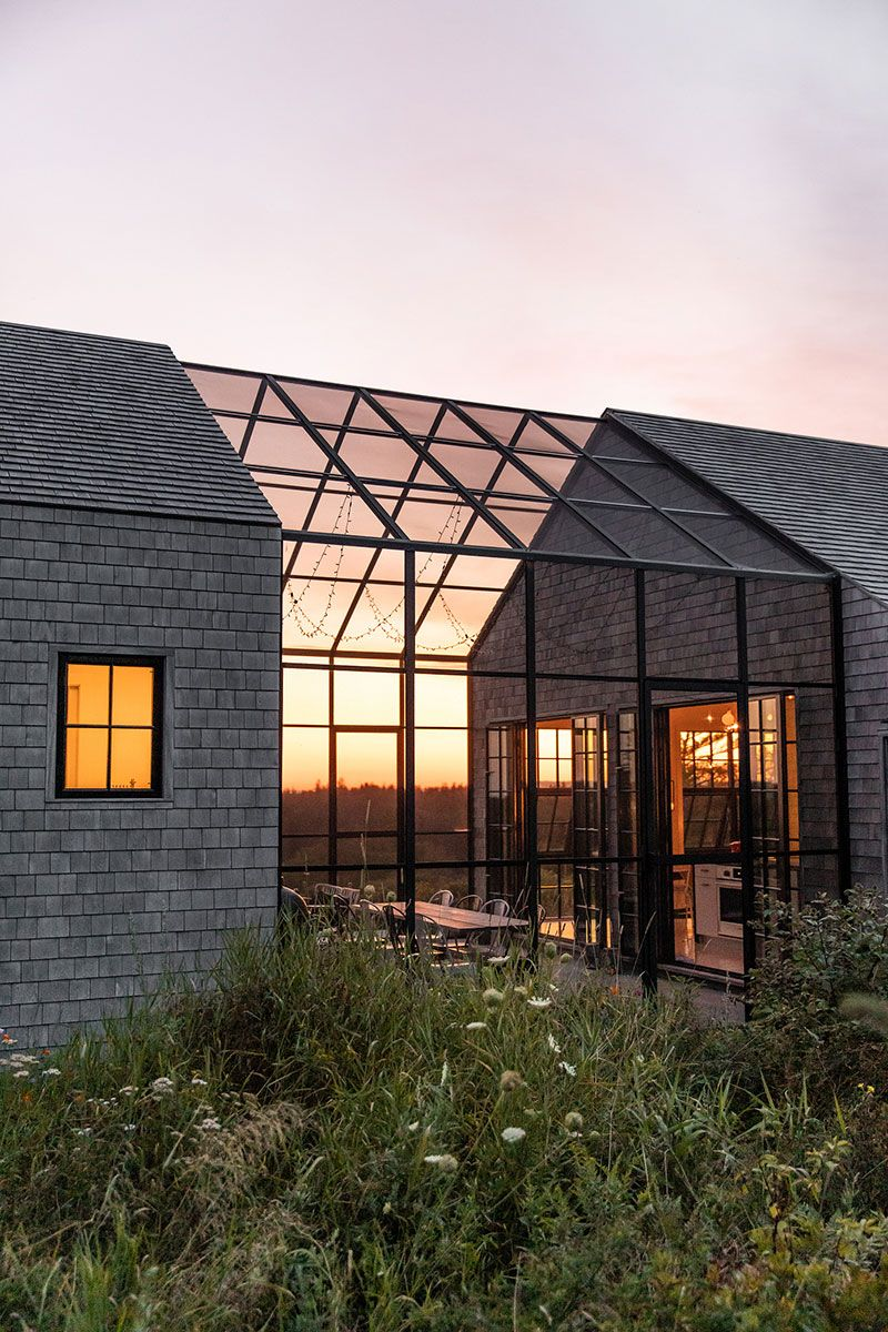 Interesting architecture and thoughtful glazing: modern house in Maine