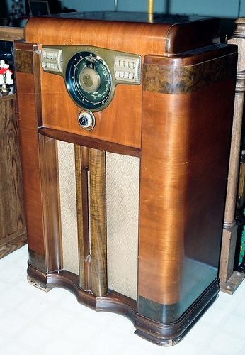 Vintage Zenith Console Radio Model 12s 568 With The Zenith Robot Or Shutter Dial Broadcast Short Wave Police Bands 12 Vacuum Tubes Made In Usa Circa Vintage Radio Antique Radio Retro Radios