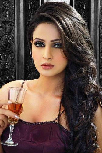 Celibriti Of Pakistan Super Model Saba Qamer Beautifull Pictures Of 2013 14