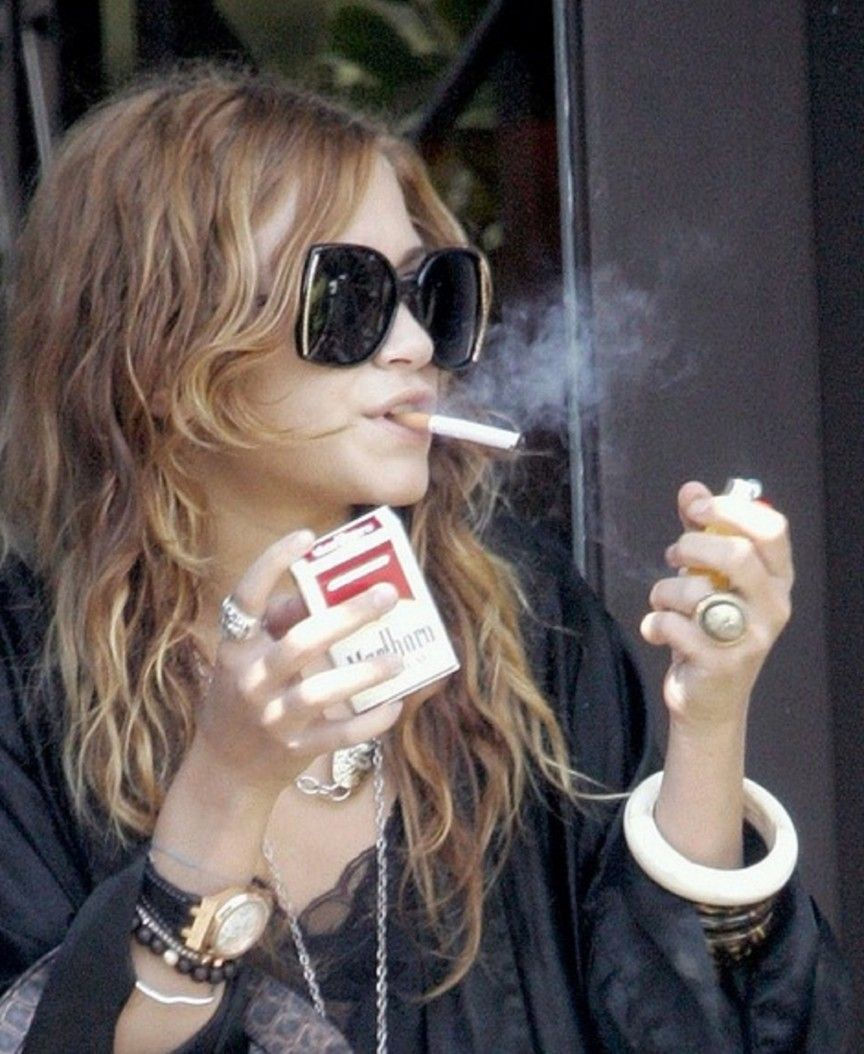 Women Smoking Cigarettes: Female Famous Smokers