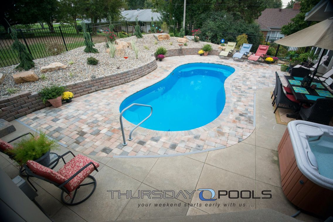 Are you looking for a medium sized fiberglass pool? This free form  fiberglass pool might be just the in-ground swimming pool for you.