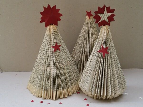 diy weihnachtsbaum aus buch falten origami papier. Black Bedroom Furniture Sets. Home Design Ideas