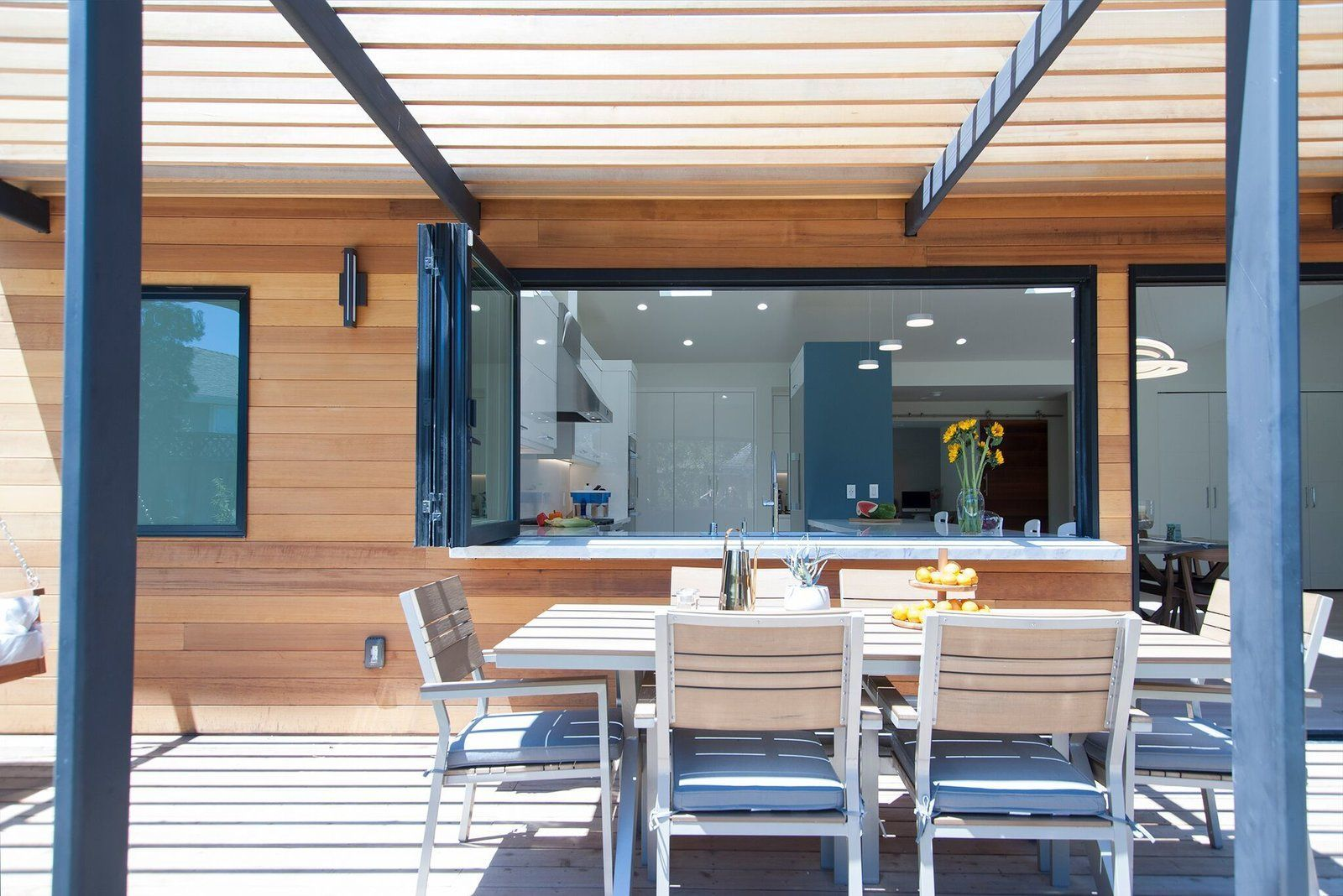 Photo 4 of 9 in 3 Dynamic Solutions For Championing ... on Seamless Indoor Outdoor Living id=35668