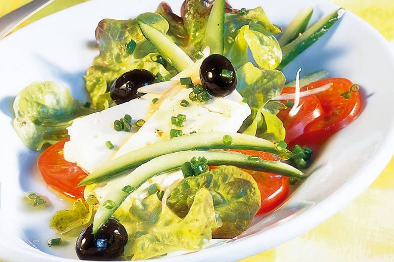 Das Rezept für Griechischer Salat mit allen nötigen Zutaten und der einfachsten Zubereitung - gesund kochen mit FIT FOR FUN