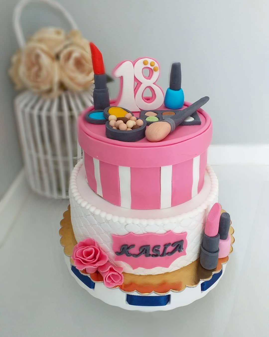Tort Osiemnastka Dziewczyna Cake Kosmetyki Cakecosmetics