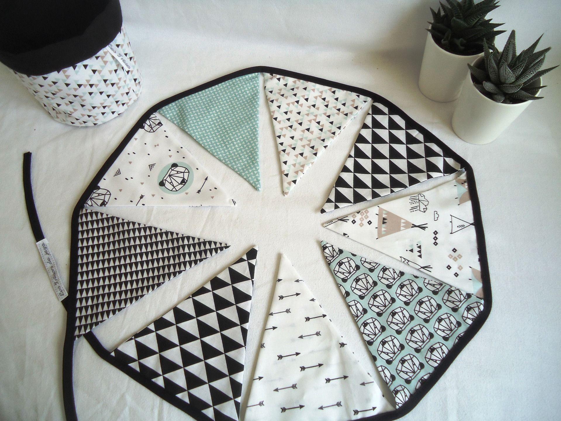 Guirlande fanions graphique b b gar on noir blanc et mint tipis triangles pandas et - Fanion deco chambre ...