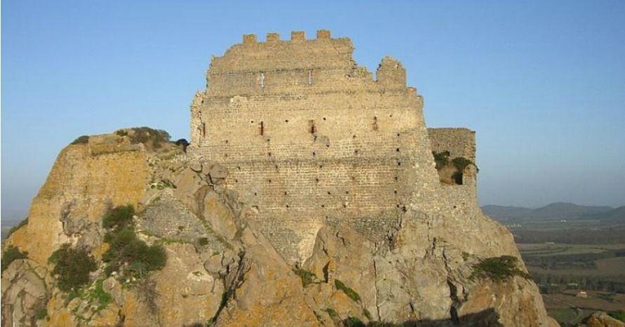 Domenica 23 aprile Sardegna Sotterranea: alla scoperta di un'isola misteriosa vi accompagnerà in uno speciale tour al Castello di Acquafredda a Siliqua! Nell'articolo trovate tutti i dettagli :)  #vivereacagliari #eventicagliari #escursioni