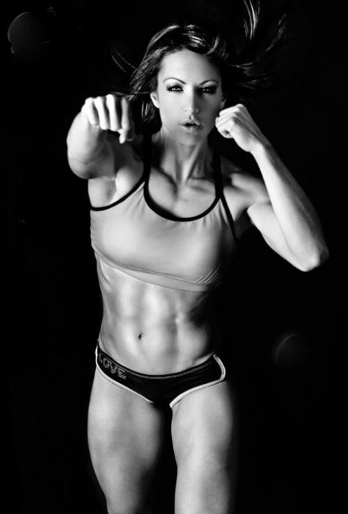 sexygymbabes:    Nice core on a #Sparring gym babe