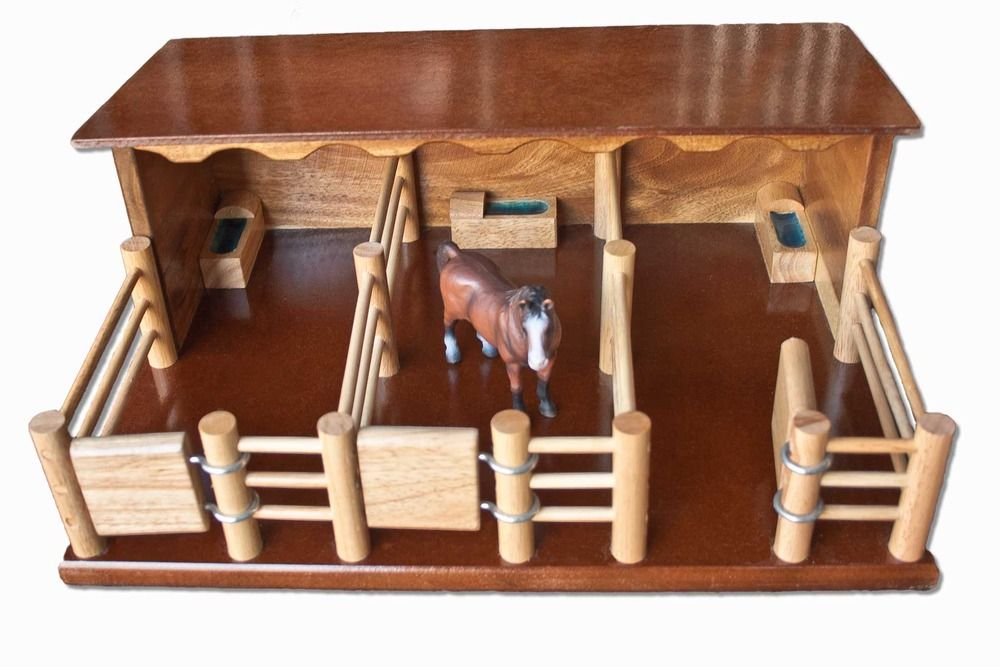St2 Three Horse Stable Handmade Wooden Toy Craft