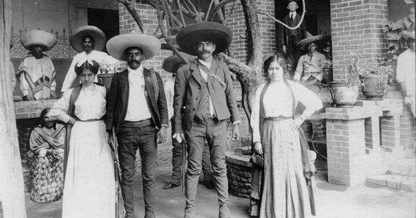Emiliano y Eufemio Zapata con sus esposas, 1914 by Hugo Brehme   Antique Vintage Photography MEX.   Pinterest   Los Hermanos, Revolutions and Signs