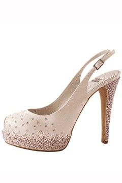 Carrie Underwood's shoes: Stuart Weitzman Avalon w/ pink swarovski crystals
