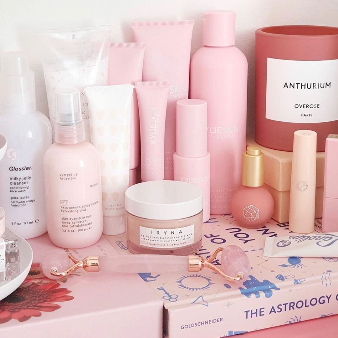 all pink vanity 💕 kylieskin mvyn_beauty in 2020 Em