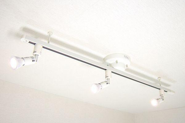 ダクトレール照明という簡単に部屋をオシャレに変身させる鉄板照明の使い方 2020 照明 ダクト 部屋