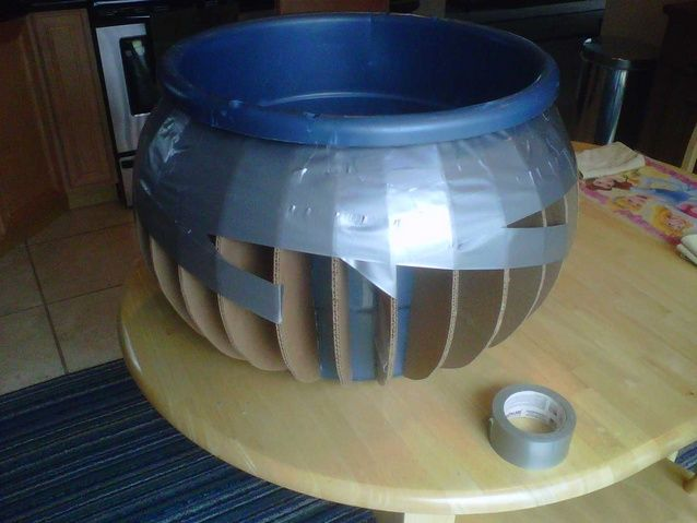 how to make a large cauldron freakn amazing you must go to the site and follow the steps