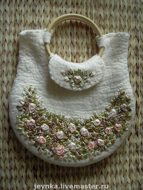 вышивка лента атласная розы валяние сумка белая фетр войлок шерсть