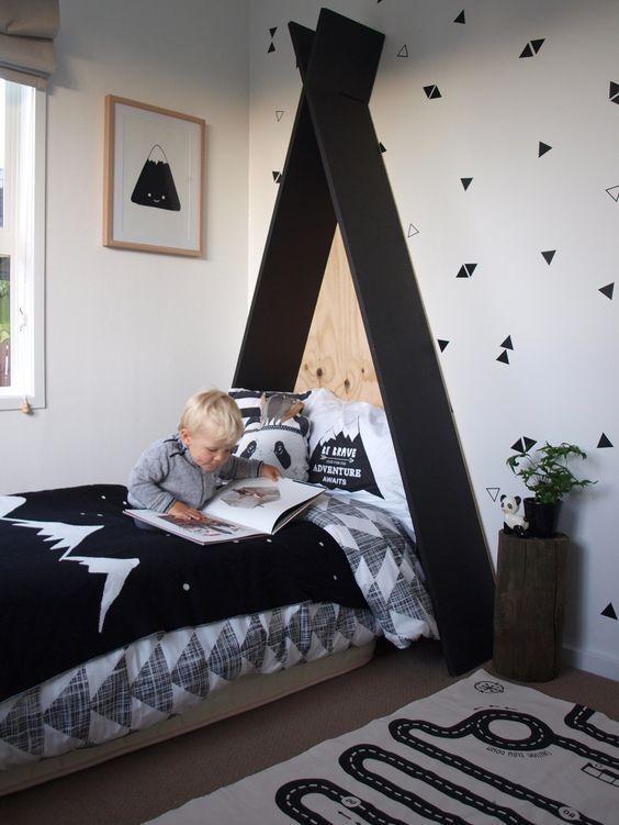 Wie herrlich ist das Zimmer dieses kleinen Jungen! #Kinderzimmer #Teppiche #Kinderzimmerideen - Kinder Blog #toddlerrooms